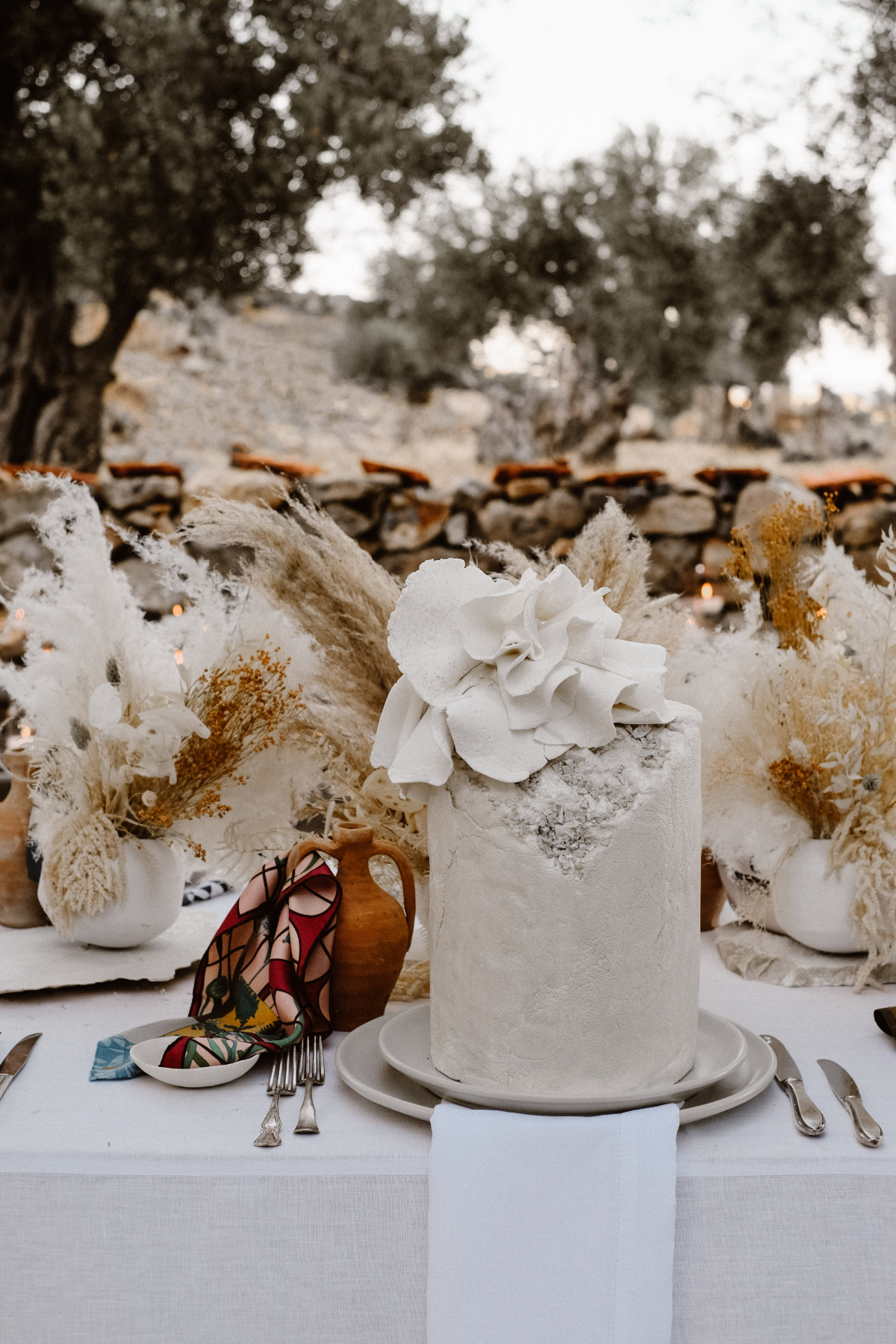 monochromatic Mediterranean wedding - wedding planner in Rhodes - grey wedding cake