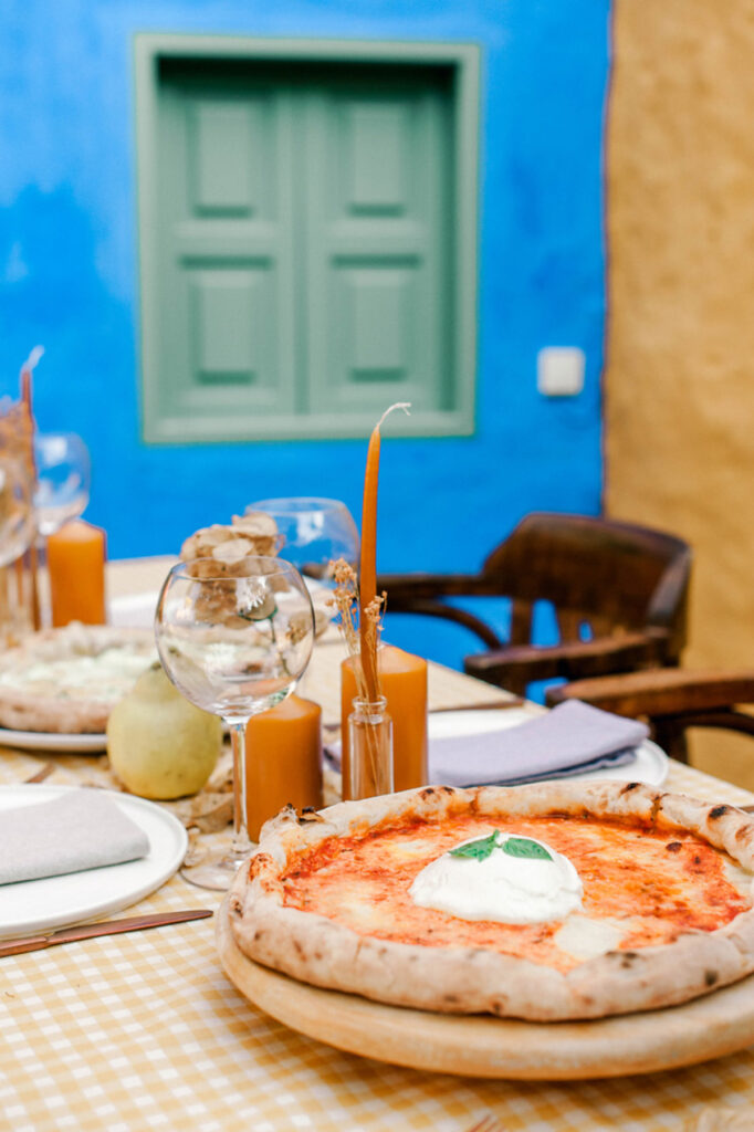 wedding-planner-in-greece-micro-wedding-with-italian-pizza